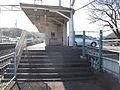 Izuhakone-railway-Sunzu-line-Makinoko-station-entrance-2-20101215.jpg