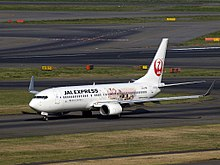 JAL Express JA332J Boeing 737-846 Happiness Express.jpg