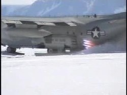 Archivo:JATO takeoff from snow, Hercules,109th Airlift Wing.ogv