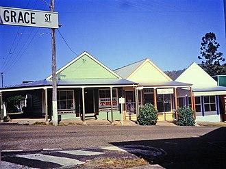 Jack & Newell General Store, Herberton - Image: Jack & Newell General Store & Petrol Bowser (former) (1992)