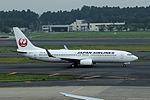 Japan Airlines Boeing 737-846(WL) (JA325J-35354-3117) (19945909673).jpg