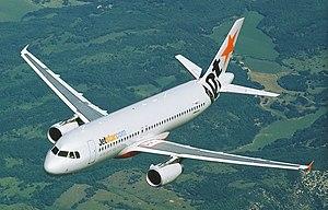 Jetstar Airbus A320 в полете (6768081241) crop.jpg