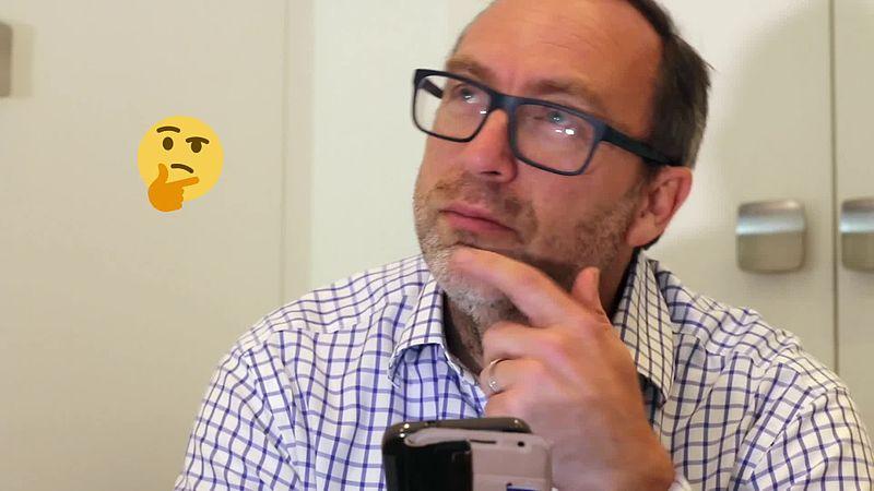 File:Jimmy Wales eats grapes.webm