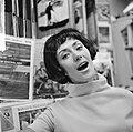 Joan Haanappel contract getekend voor platenmaatschappij Phonogram, Joan Haanapp, Bestanddeelnr 917-0031.jpg