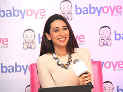 Karisma Kapoor at Babyoye.com online store for baby products 03.jpg