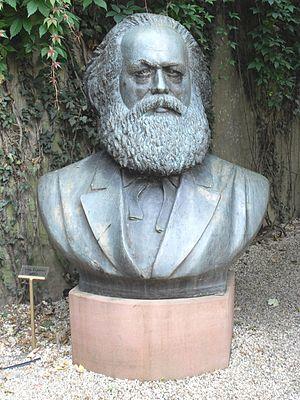Karl Marx bust in Trier