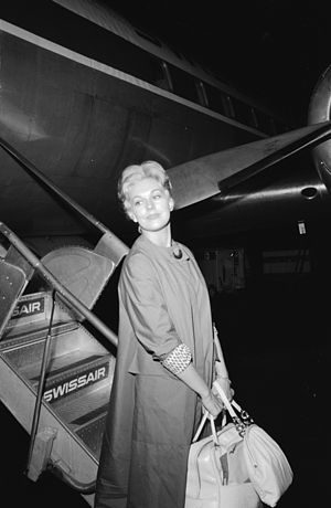 Swissair - American actress Kim Novak leaving a Swissair plane (1959)