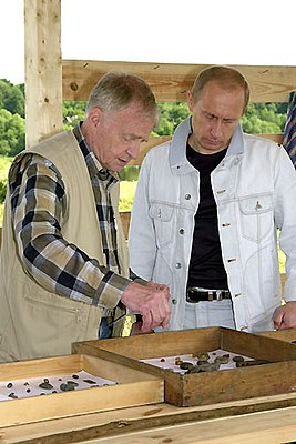 Kirpichnikov and Putin 2004 2An.jpg
