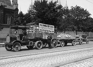 Knox Automobile Company - Knox tractor-trailer, Salt Lake City, 1915. Note chain drive, common in this era.