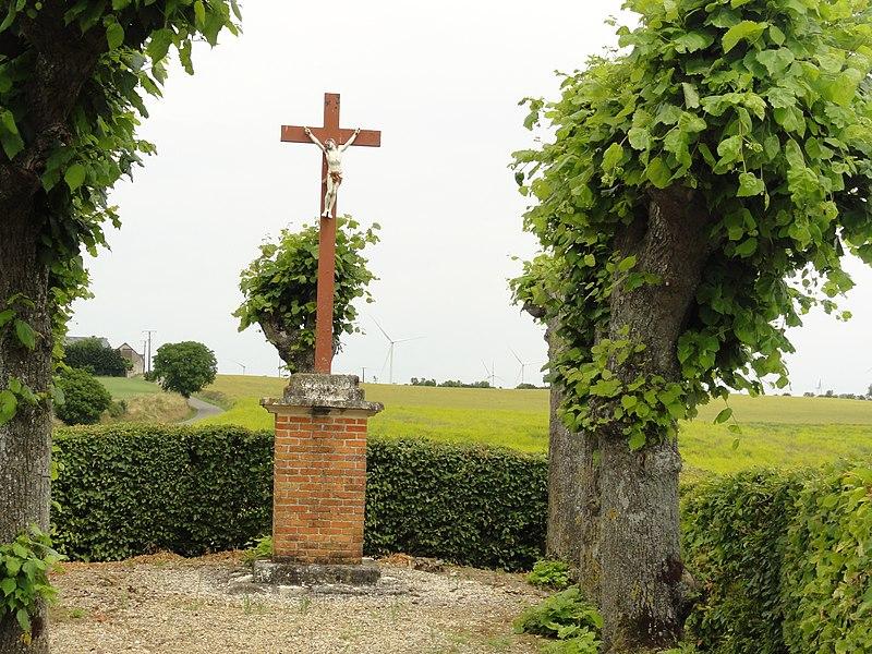 La Ville-aux-Bois-lès-Dizy (Aisne) croix de chemin, est