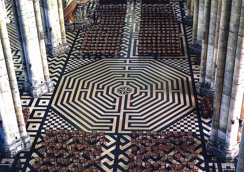 File:Labyrinthe de la Cathédrale Notre-Dame d'Amiens.jpg