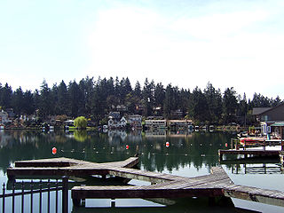 Oswego Lake impoundment in Oregon, USA