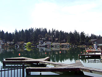Lake Oswego, Oregon - Oswego Lake is in the center of town.