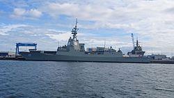 HMAS Hobart an der Ausrüstungspier liegend