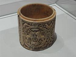 Français: Boîte (pyxide) décorée de quatre médaillons
