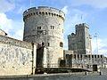 Les tours de l' entrée du port de La Rochelle.JPG