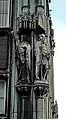 Liège, Palais Provincial03, statues de Lambert le Bègue et Hugues de Pierrepont.JPG