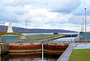 Canso Canal - Canso Canal lock and lighthouse
