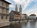 Limmatquai mit Grossmünstertürmen Zürich.jpg