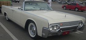 Lincoln Continental Convertible (Les chauds vendredis '10).jpg