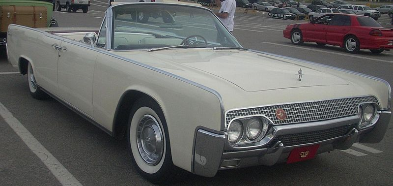File:Lincoln Continental Convertible (Les chauds vendredis '10).jpg