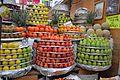 Local de venta de frutas en el Mercado de Medellín.jpg