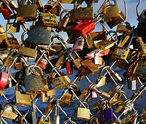 Love Padlocks - Pont des Arts - Paris.jpg