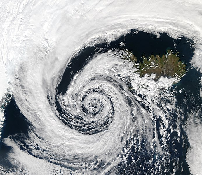 Archivo:Low pressure system over Iceland.jpg