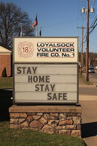 米国の多くの管轄区域では、「在宅、安全を確保する」というスローガンによって、在宅での命令に言及しています。