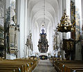 Luckau Nikolaikirche Hauptschiff Blick zum Chor.jpg