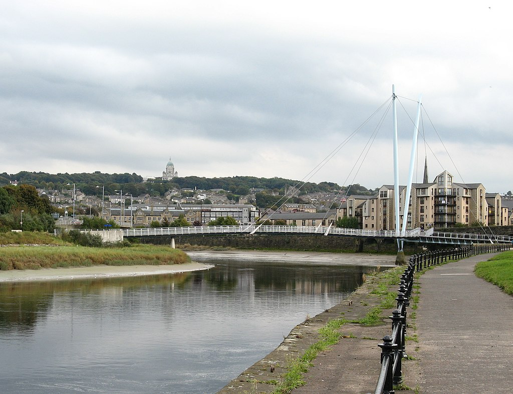 File:Lune Millennium Bridge, west side.jpg