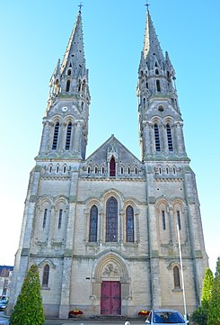 Machecoul - Eglise Saint Honoré.jpg