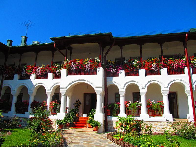 File:Manastirea Agapia - sat Agapia 03.JPG