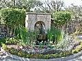 Mane - Prieuré de Salagon, fontaine.jpg
