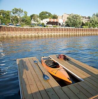 Port Washington, New York - Image: Manhasset Bay Port Washington Town Dock Kayak Launching Pad
