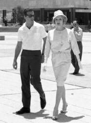 Marlene Dietrich and Burt Bacharach visit Jerusalem during a 1960 concert tour of Israel - Photo by Fritz Shlezingel.png
