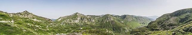 Massif de Lherz from Port de Bassies 03.jpg