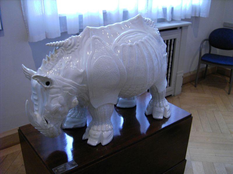 800px-Meissen-Porcelain-Rhinoceros.JPG