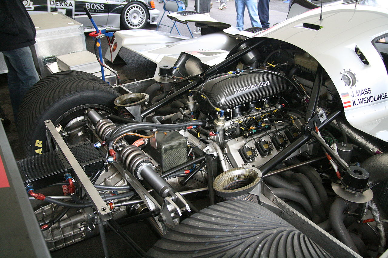 https://upload.wikimedia.org/wikipedia/commons/thumb/b/bc/Mercedes-Benz_M119_engine.jpg/1280px-Mercedes-Benz_M119_engine.jpg