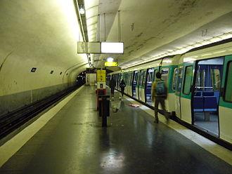 Balard (Paris Métro) - Image: Metro Paris Ligne 8 Balard