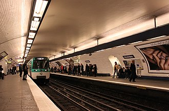 Invalides (Paris Métro and RER) - Image: Metro Paris Ligne 8 Station Invalides (2)