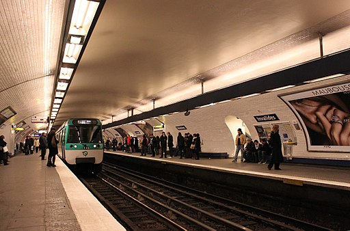 Metro Paris - Ligne 8 - Station Invalides (2)