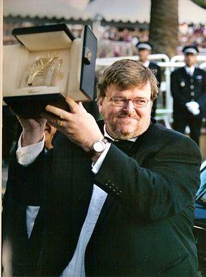 English: Michael Moore receiving the Palme d'o...