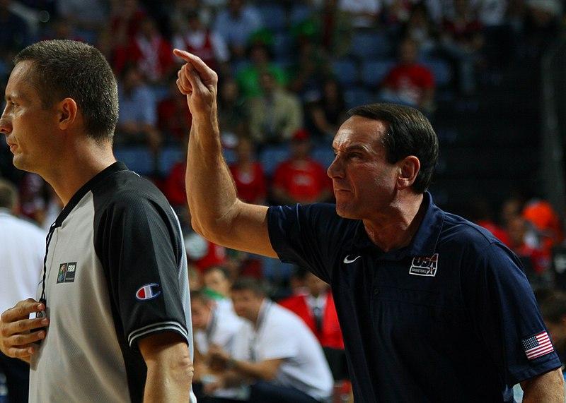File:Mike Krzyzewski increpando a alguien en un partido del Mundial de baloncesto 2010.jpg