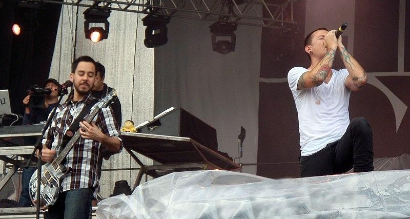 Mike Shinoda, Mr. Hahn %26 Chester Bennington, Linkin Park @ Sonisphere.jpg
