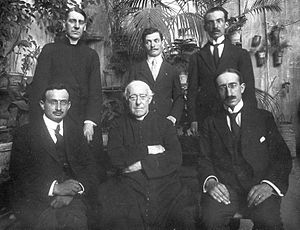 Jean Bayet - Jean Bayet, left in the front row. Louis Duchesne and students at the Ecole Française de Rome in 1919-1920.