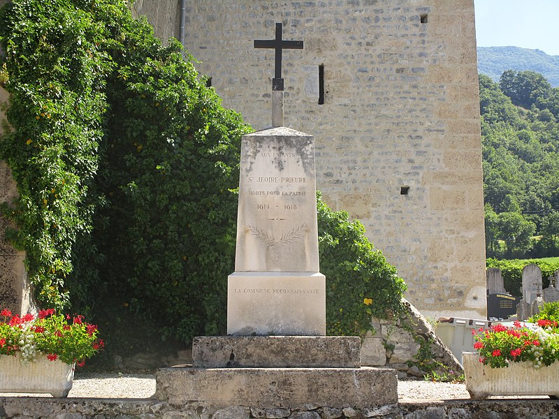 The war memorial of Saint-Jeoire-Prieuré on August 3, 2016.
