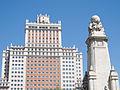 Monumento a Miguel de Cervantes + Edificio España.jpg