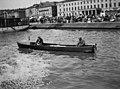 Moottorivene Kauppatorin rannassa, Kolera-altaassa. - N2232 (hkm.HKMS000005-000001ee).jpg