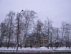 Вид на площадь Ле Зуана. За деревьями — бывший кинотеатр «Ханой». Январь 2012